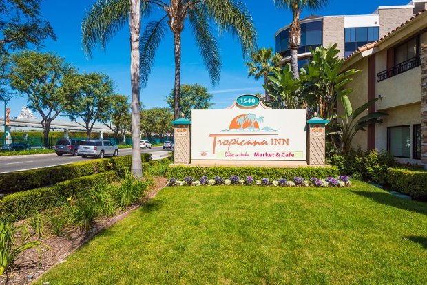 tropicana-inn-suites-disneyland-good-neighbor-hotel-604
