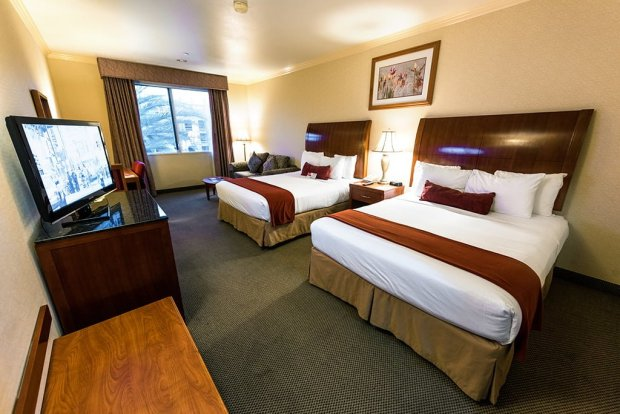 ramada-plaza-anaheim-resort-disneyland-room