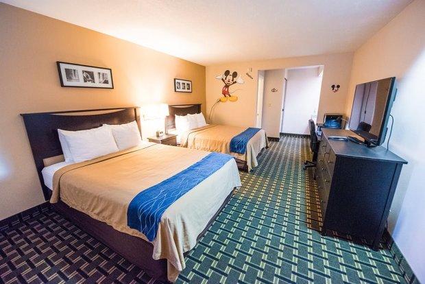 stanford-inn-suites-bedroom-wide-disneyland