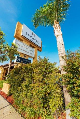 stanford-inn-suites-sign