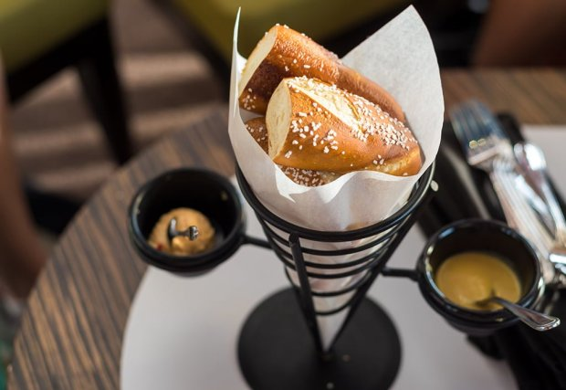 top-world-lounge-bay-lake-tower-disney-vacation-club-walt-disney-world-restaurant-854