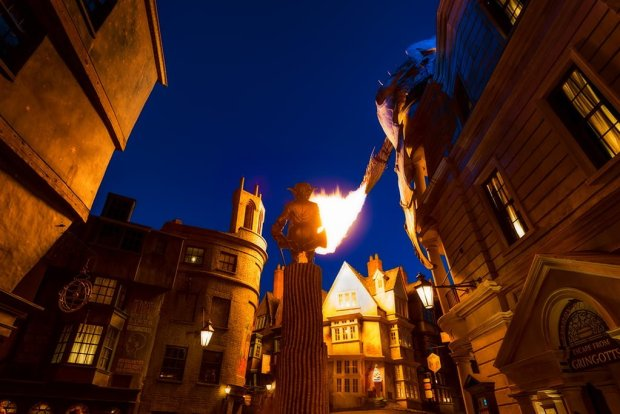 diagon-alley-dragon-dusk-rear-view-firew-universal-studios-florida