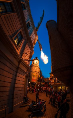 diagon-alley-fire-dragon-curves-buildings-universal-studios-florida