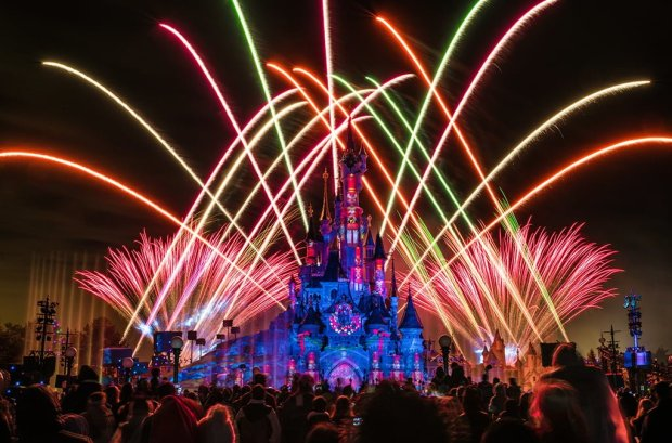 disney-dreams-christmas-toy-soldiers-fireworks