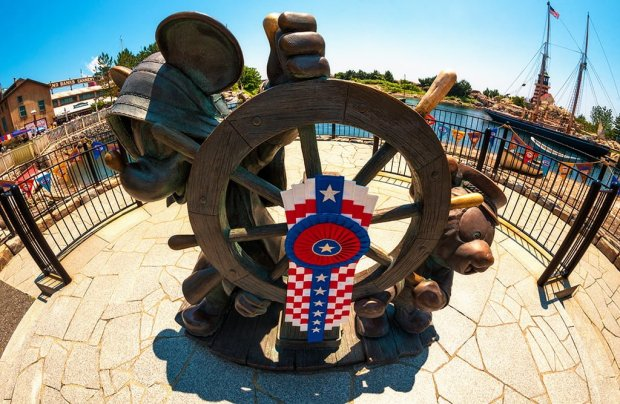 journeys-with-duffy-fisheye-mickey-helmsman