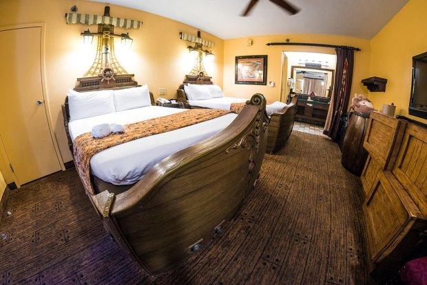 pirate-room-caribbean-beach-resort-disney-world-1