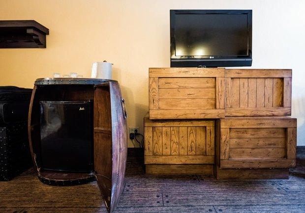 pirate-room-caribbean-beach-resort-disney-world-4