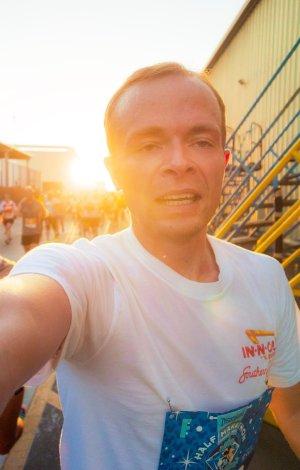 disneyland-half-marathon-10th-anniversary-rundisney-tom-bricker-selfie-backstage