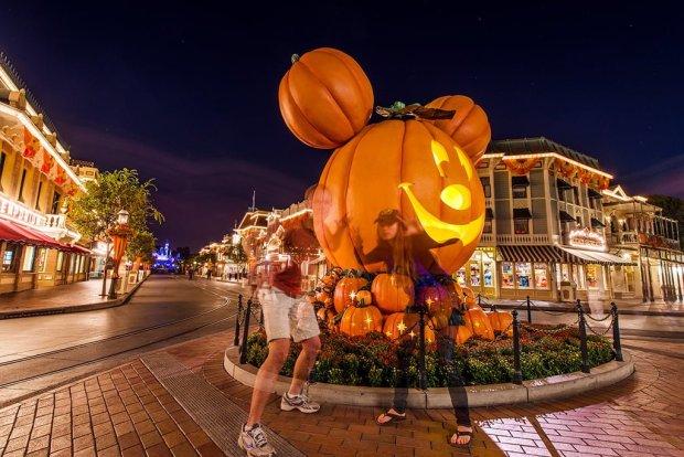 Halloween In Disneyland 2019.2019 Mickey S Halloween Party At Disneyland Disney Tourist