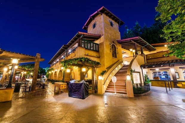 wine-country-trattoria-night-disney-california-adventure