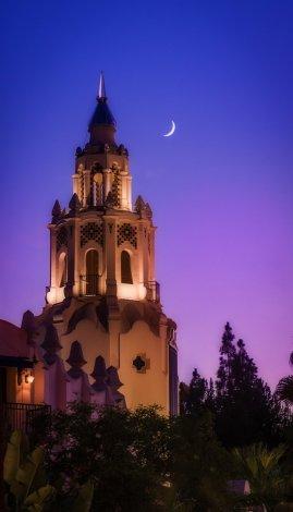 disney-california-adventure-moon-crescent-dusk-carthay copy