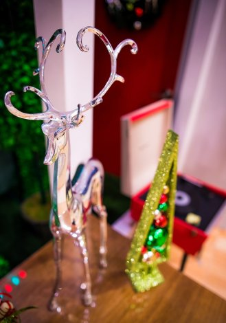disneyland-hotels-christmas-decorations-002