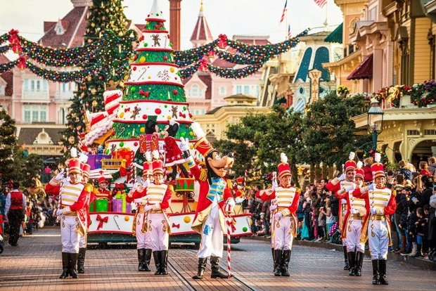 disneyland-paris-christmas-parade-2 copy