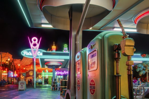 cars-land-flos-v8-cafe-sony-rx100