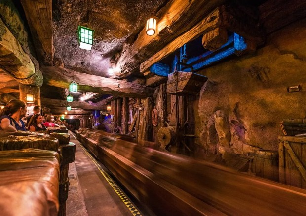 seven-dwarfs-mine-train-motion-blur-new-fantasyland