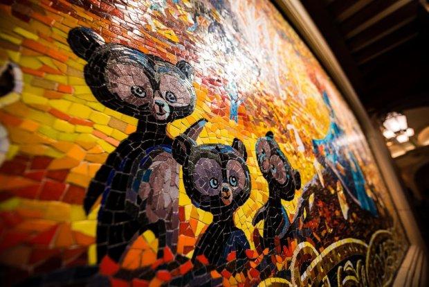 shanghai-disneyland-grand-opening-castle-mosaics-010