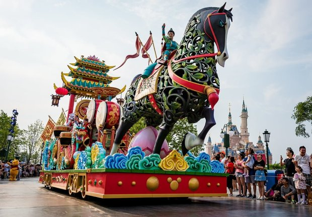 mulan-float-mickeys-storybook-express-parade-shanghai-disneyland