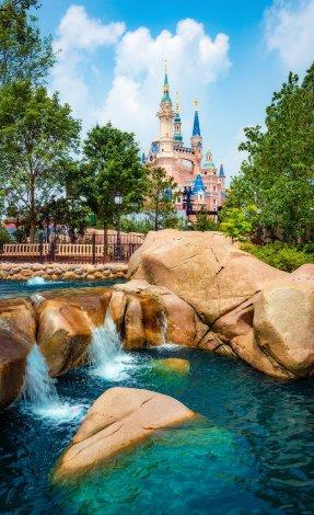 water-rocks-puffy-clouds-shanghai-disneyland-castle