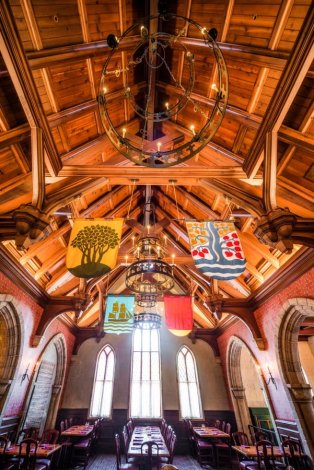 akershus-interior-ceiling-breakfast-epcot-world-showcase-wdw