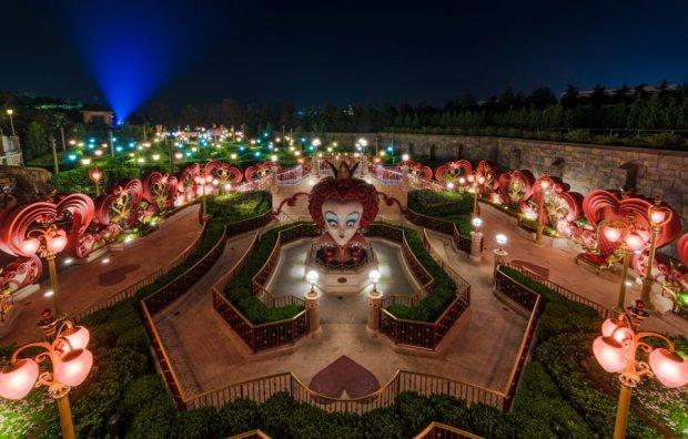 alice-in-wonderland-maze-shanghai-disneyland