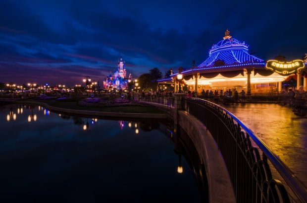 dusk-carousel-enchanted-storybook-castle-shanghai-disneyland