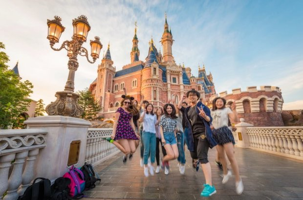 sarah-bricker-chinese-girls-jumping-shanghai-disneyland
