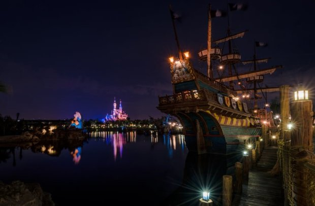 treasure-cove-pirate-ship-castle-night-shanghai-disneyland