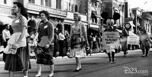 disneyland-pancake-races
