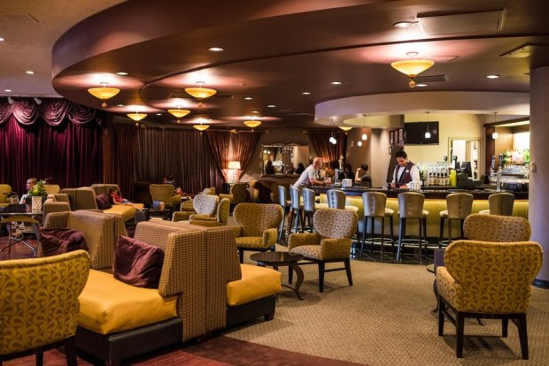 steakhouse-55-lounge-disneyland-hotel014