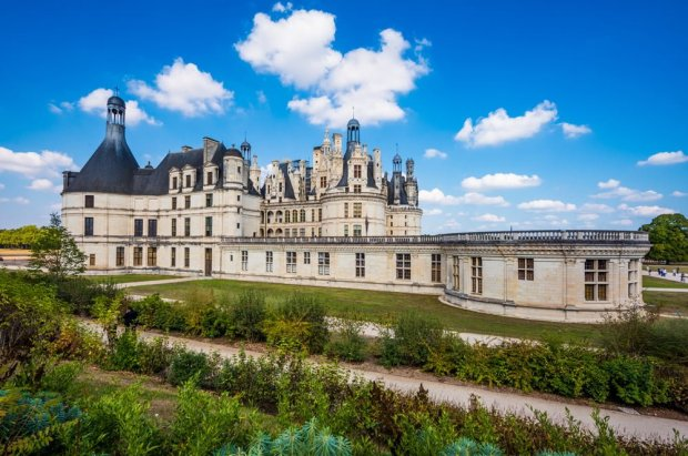aerial-chateau-de-chambord-loire-valley-france