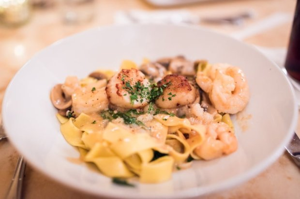dinner-be-our-guest-restaurant-magic-kingdom-disney-world-039