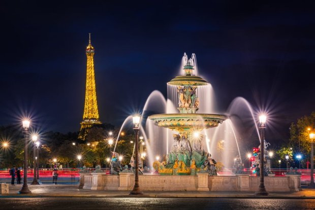 eiffel-tower-paris-france-place-de-la-concorde-fountain-river-commerce-bricker