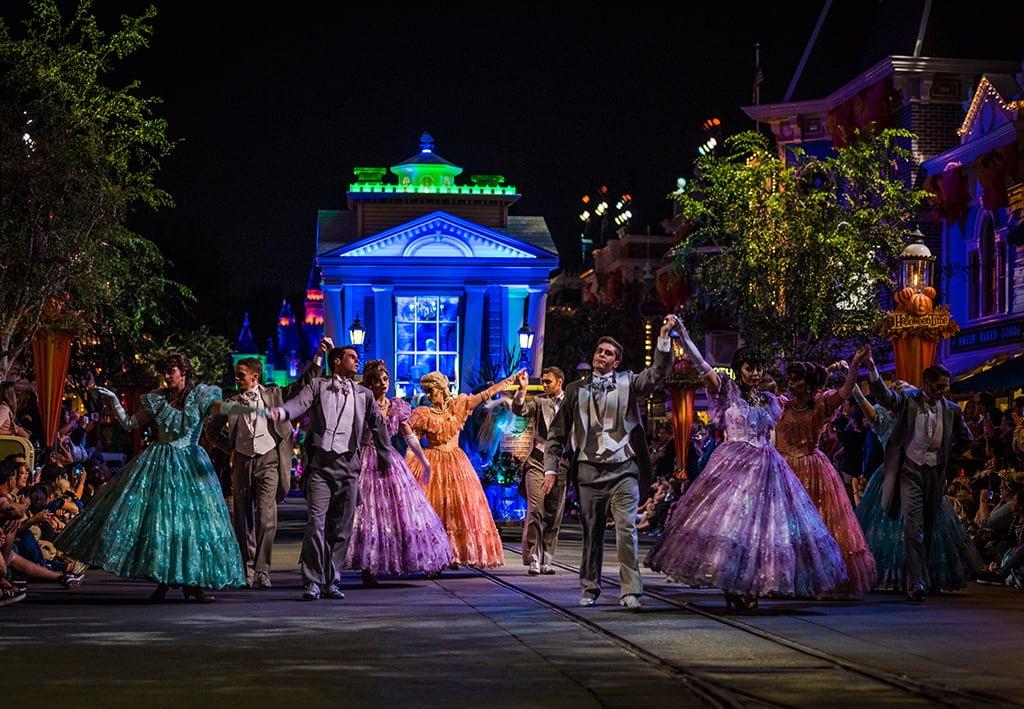October Disneyland Crowd Calendar - Disney Tourist Blog