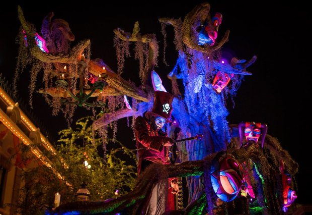 frightfully-fun-parade-mickeys-halloween-party-disneyland-069