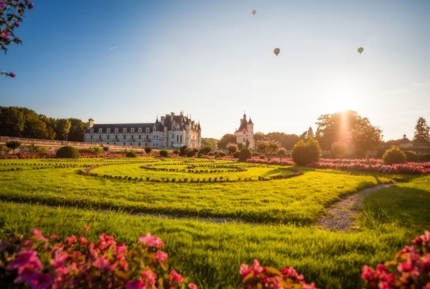 hot-air-balloons-soft-light-v2-château-de-chenonceau-soft-light-loire-valley-france-tom-bricker
