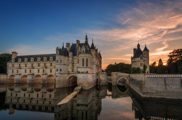 reflection-château-de-chenonceau-loire-valley-france-bricker