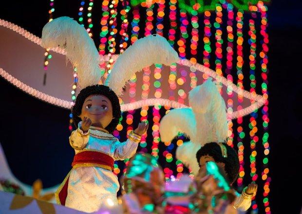 its-a-small-world-holiday-christmas-disneyland-002