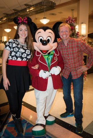 mickey-mouse-dapper-christmas-brickers-minnies-holiday-dine-walt-disney-world