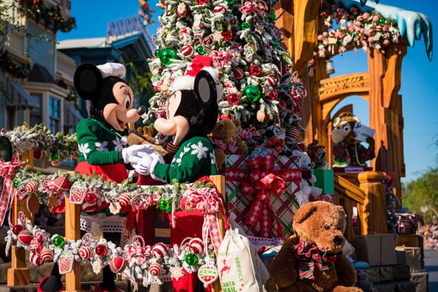 933aeda426fa64 Christmas Day Parade Filming at Disney World   Disneyland - Disney ...