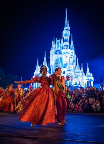 mickeys-once-upon-christmastime-parade-mvmcp-1