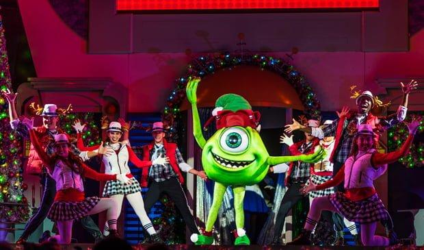 totally-tomorrowland-christmas-mickeys-very-merry-christmas-party-walt-disney-world-016