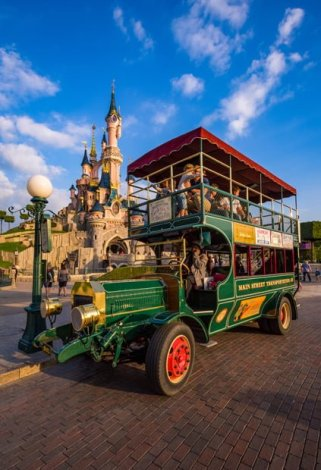mornoing-light-omnibus-portrait-sleeping-beauty-castle-disneyland-paris