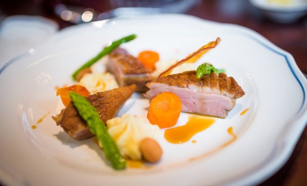 royal-banquet-hall-shanghai-disneyland-restaurant-china-037