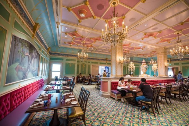 royal-banquet-hall-shanghai-disneyland-restaurant-china-047