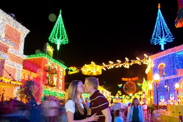 sarah-tom-bricker-osborne-lights-kissing-2008
