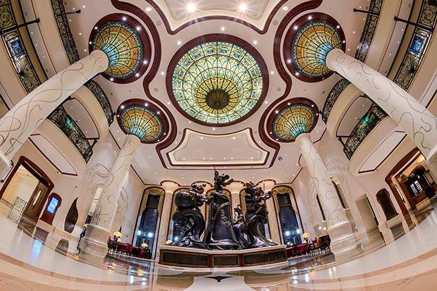 shanghai-disneyland-hotel-lobby-fisheye