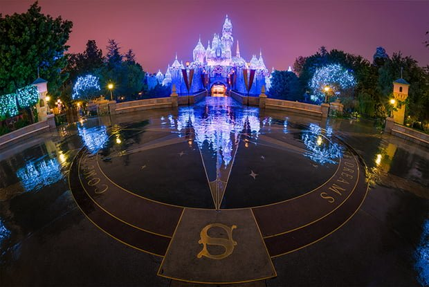 sleeping-beauty-winter-castle-christmas-rain-reflection-night-compass-rose-disneyland-bricker