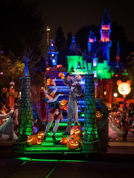 heres a quick description of the frightfully fun parade - Disneyland Hours Halloween