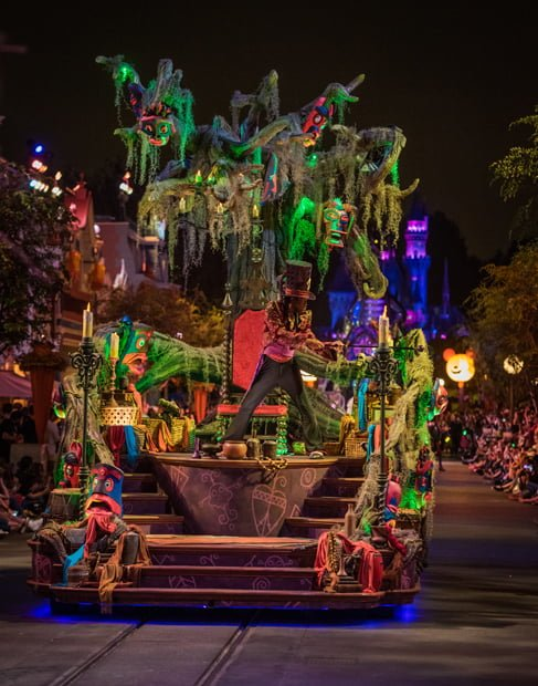 disneyland has added a bit to the frightfully fun parade most notably minnie and mickey mouse now lead the parade the parade could use another couple of