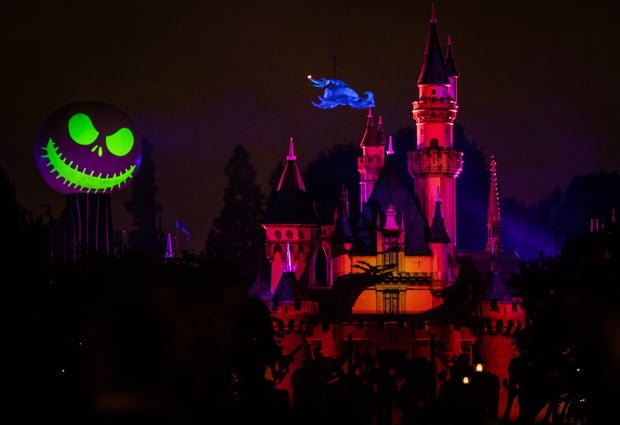 the halloween screams fireworks are another strong selling point of disneylands halloween party these fireworks received an upgrade last year with new